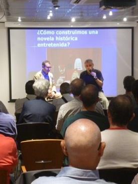00.Bruno Montano presenta a Santiago Posteguillo-Trabalibros