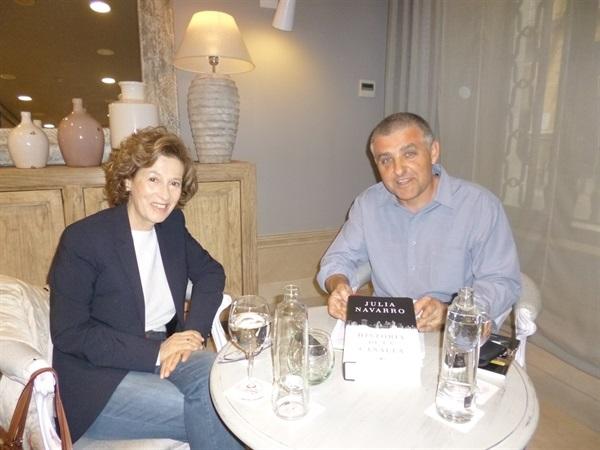 01.Bruno Montano entrevista a Julia Navarro-Trabalibros