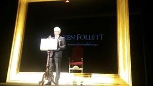 08.Ken Follett presenta Una columna de fuego-Trabalibros