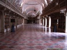 Biblioteca del Palacio Nacional de Mafra (Portugal)3-Trabalibros