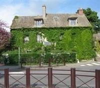 Neauphale-Le-Chateau casa de Marguerite Duras-Trabalibros