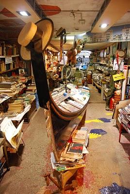 Librería Acqua Alta Venecia-Trabalibros (1)