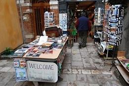Librería Acqua Alta Venecia-Trabalibros