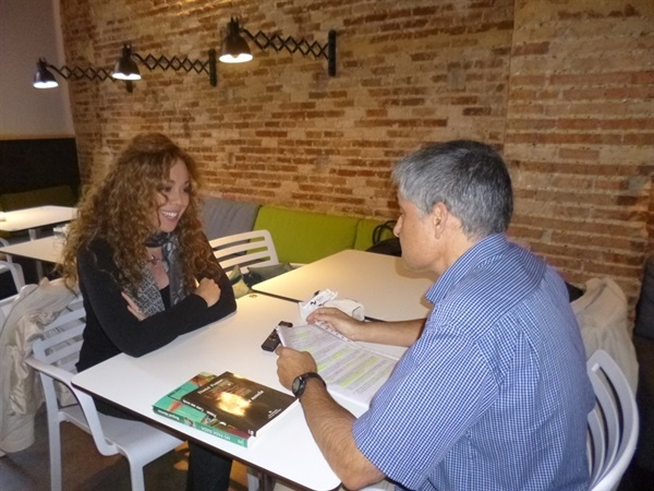 1.Bruno Montano de Trabalibros entrevista a Raquel Martos