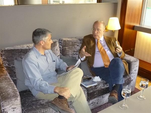 1.Bruno Montano de Trabalibros entrevista a Fernando García de Cortázar