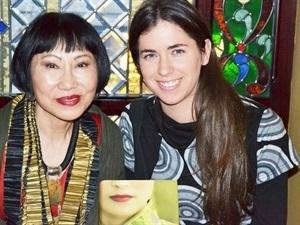 Amanda Simón con Amy Tan-Trabalibros