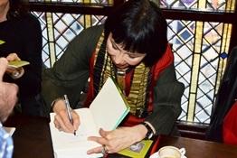 6.Encuentro de bloggers con Amy Tan-Trabalibros